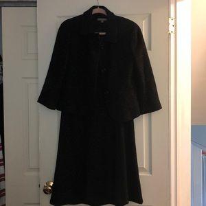 Ann Taylor size 6 wool dress suit!